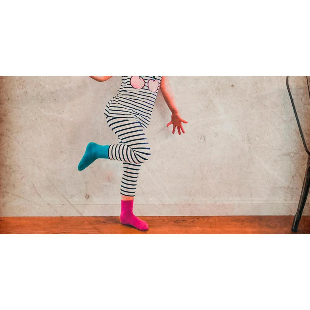 Barnstrumpor med halkskydd i storpack online - PVC-fria barnstrumpor